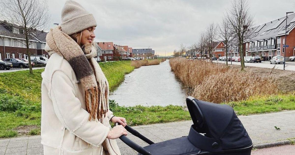 Через місяць після пологів: Ромі Стридж поділилася кадром з прогулянки з дочкою