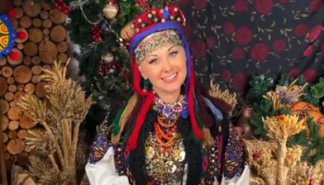 В автентичному вбранні XIX століття: Катерина Бужинська у національному образі защедрувала