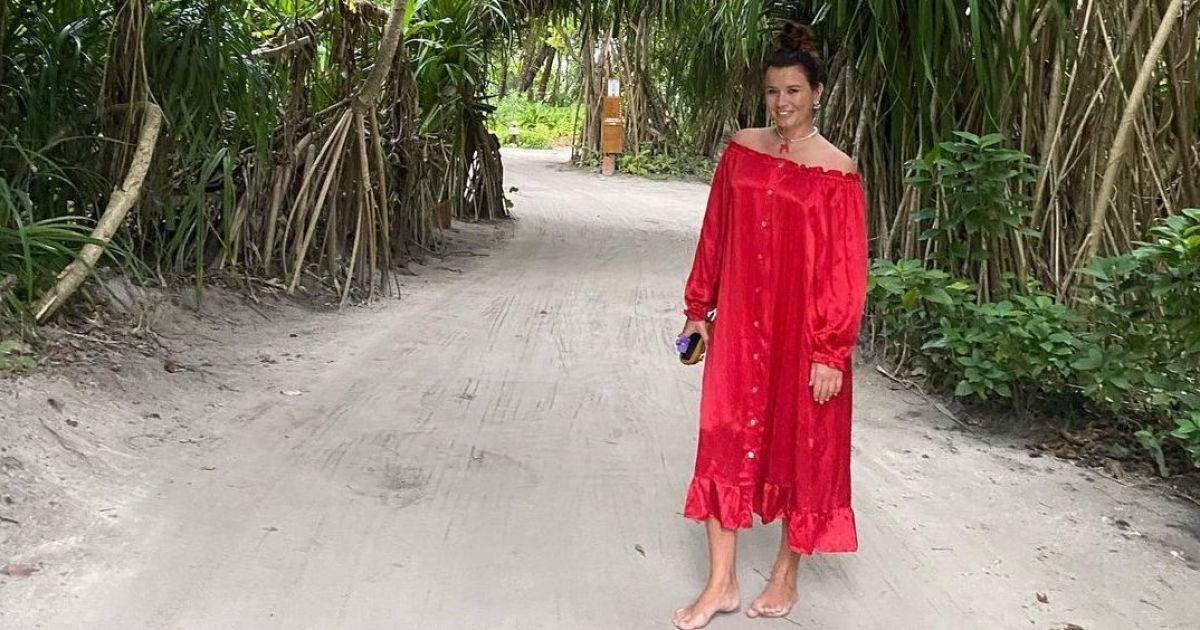 Жена MONATIK в купальнике насладилась бездождевой погодой на отдыхе