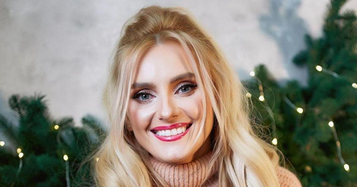 У красивій вишиванці і з червоним манікюром: Ірина Федишин привітала шанувальників зі святом