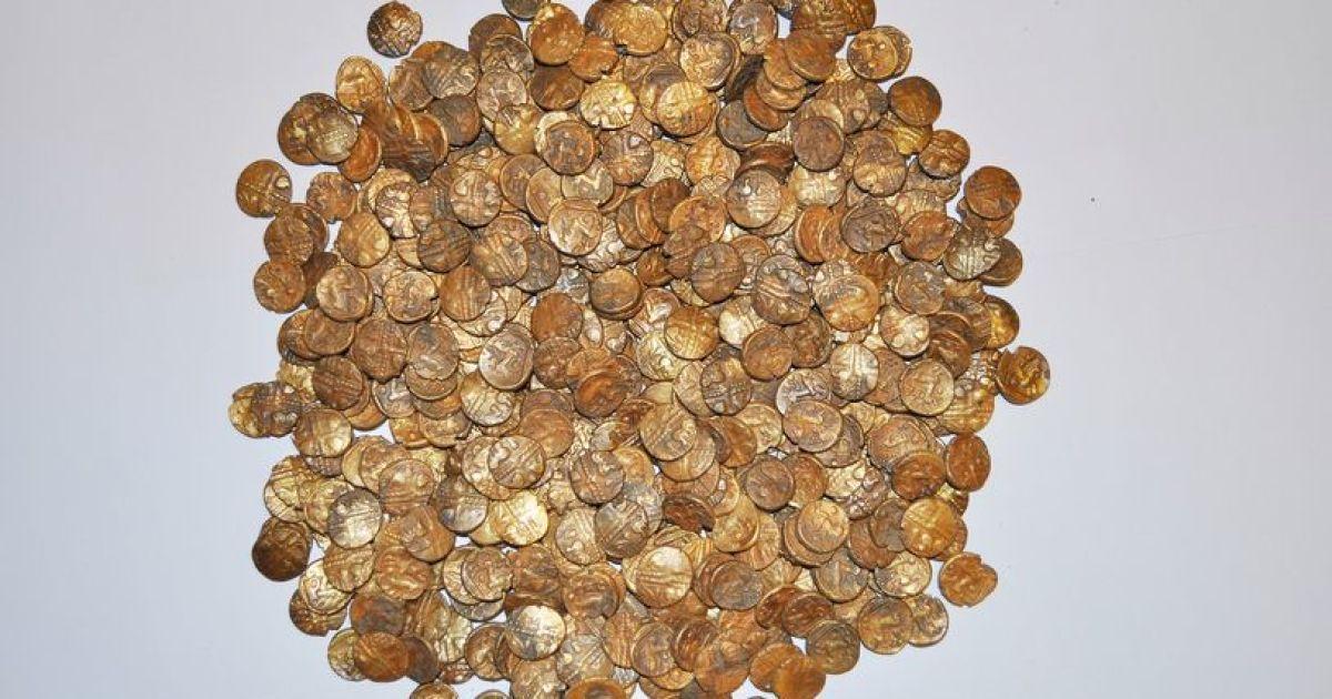 """""""Наблюдатель за птицами"""" нашел крупнейший британский клад из золотых монет"""