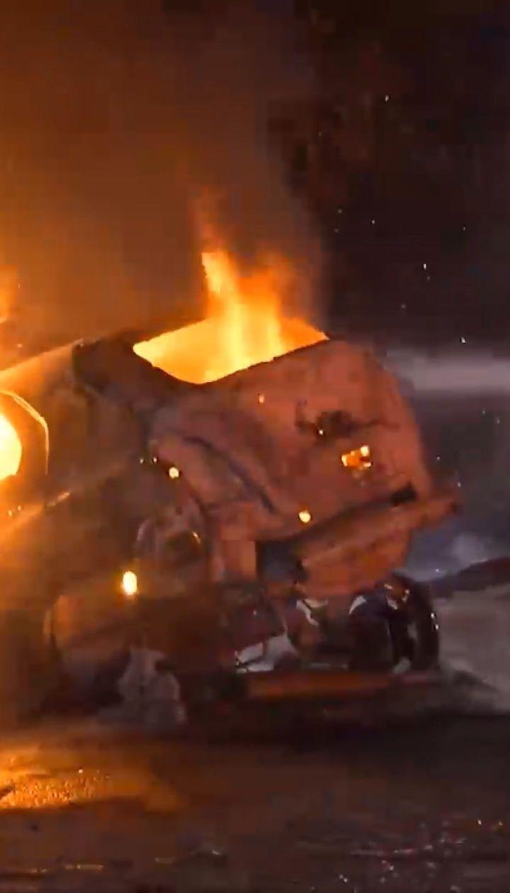В Калифорнии после аварии взорвался и загорелся автомобиль