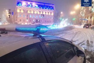 Величезна кількість ДТП на дорогах та посилений режим низки служб: в Україні долають наслідки негоди
