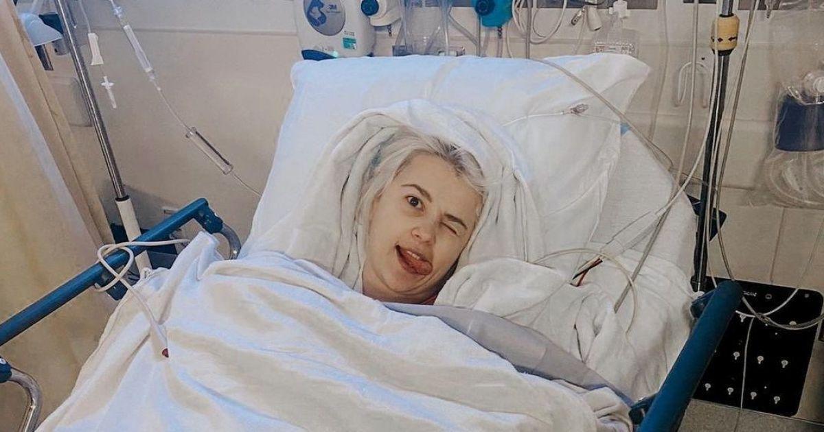 Міка Ньютон поділилася фото з лікарняного ліжка та розповіла про боротьбу з раком
