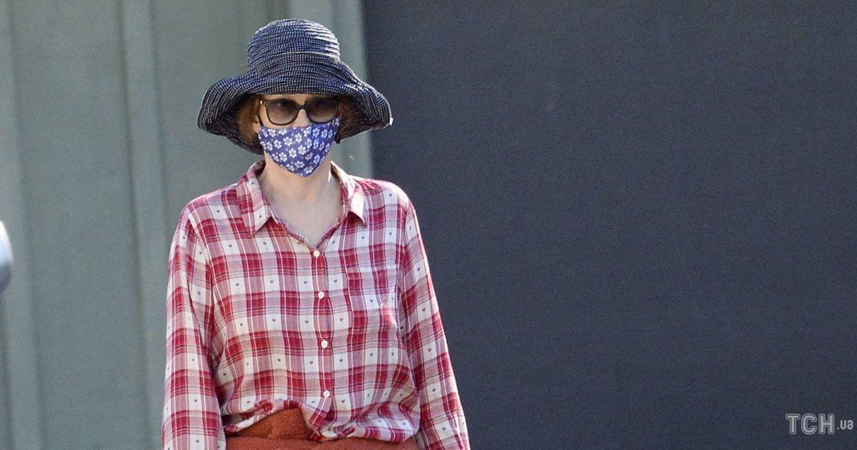 У капелюсі і картатій сорочці: Сігурні Вівер і її дочку помітили на прогулянці в Каліфорнії