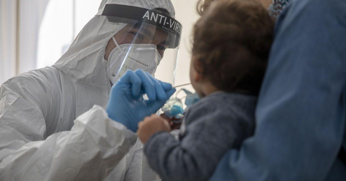 Скільки людей у світі повністю вакцинованівід коронавірусу