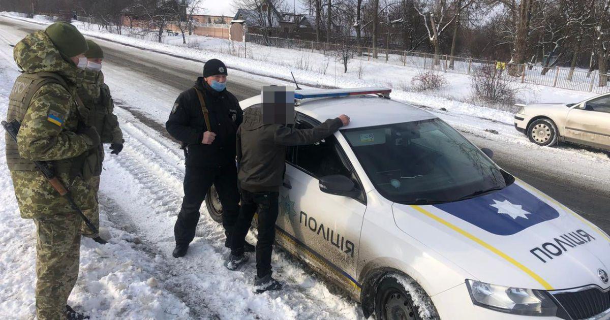 Ґвалтував дитину, а потім намагався втекти за кордон: поліція впіймала педофіла з Волині (фото)
