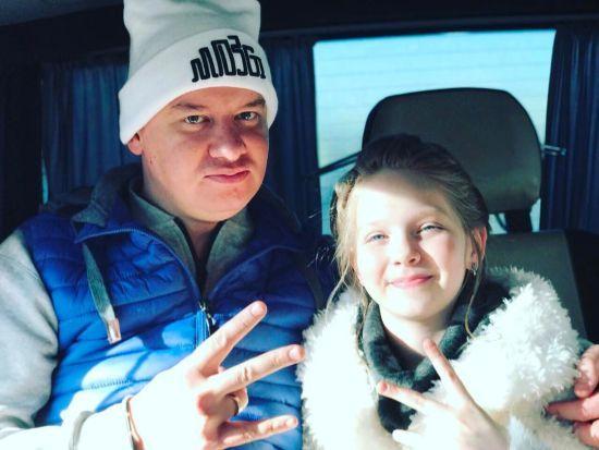 Євген Кошовий показав підрослу доньку-красуню та привітав її з 13-річчям