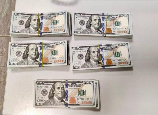 """У """"Борисполі"""" вилучили першу цього року незаконну партію валюти, яку пасажирка везла в сумочці"""