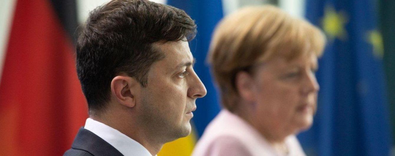Зеленський телефоном переговорив з Меркель: про що розмовляли лідери