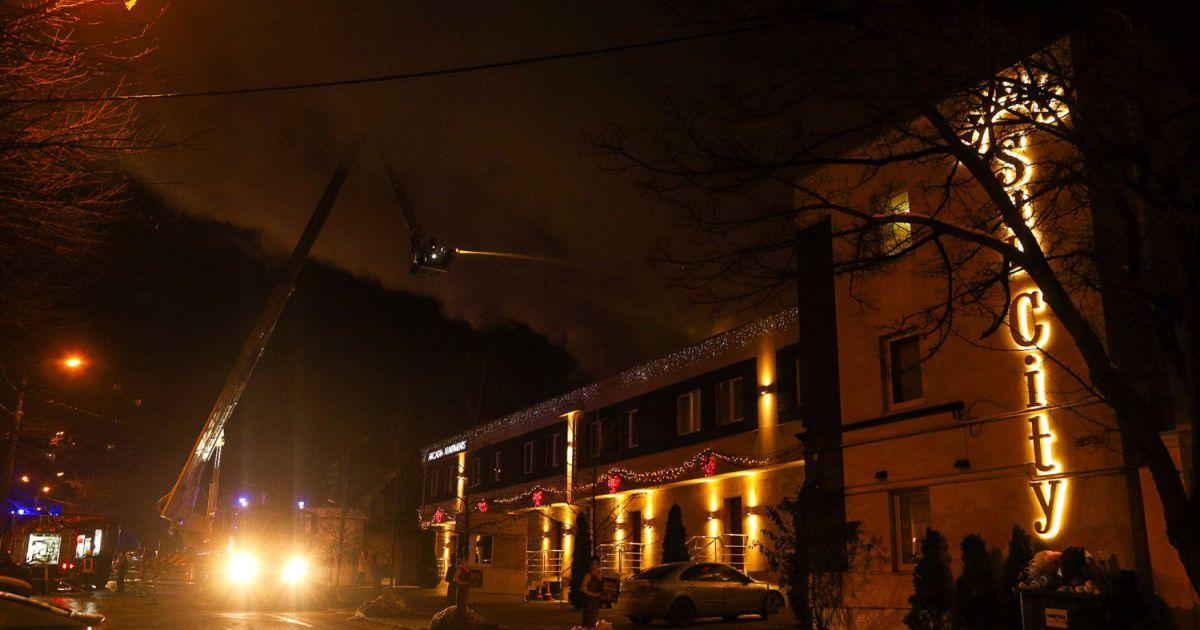 Пожар в гостинице Одессы: число погибших возросло, жители жалуются на проблемы с электричеством