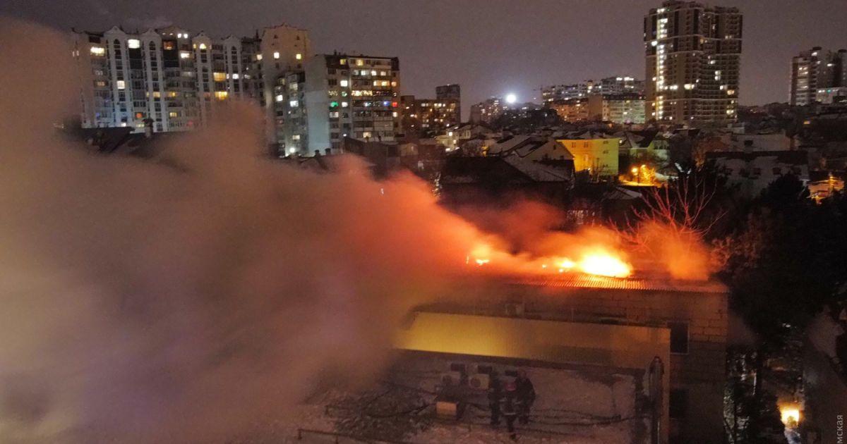 Без пожежної сингализації і вогнегасників: в Одесі власнику незаконого готелю, де сталася смертельна пожежа, вручили підозру
