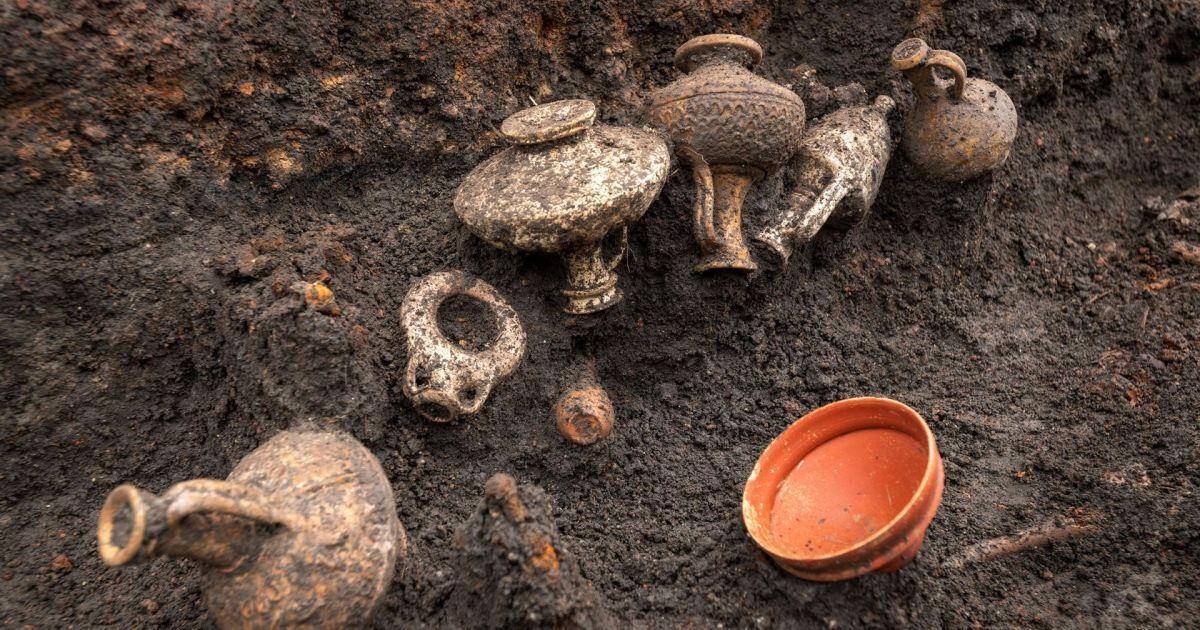 Археологи во Франции нашли уникальное древнее захоронение ребенка (фото)