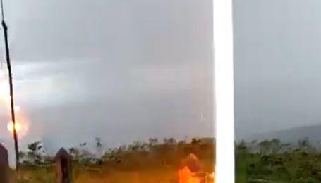 Бразилец снял на мобильный, как его компанию поражает молния