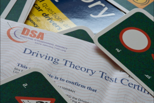 """""""Найгірший водій у світі"""": британець здав теоретичний іспит на водійські права зі 158 спроби"""