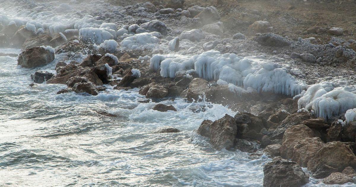 Ночные купания на Крещение: в Одессе отчаянные успели нырнуть в холодное море еще до рассвета