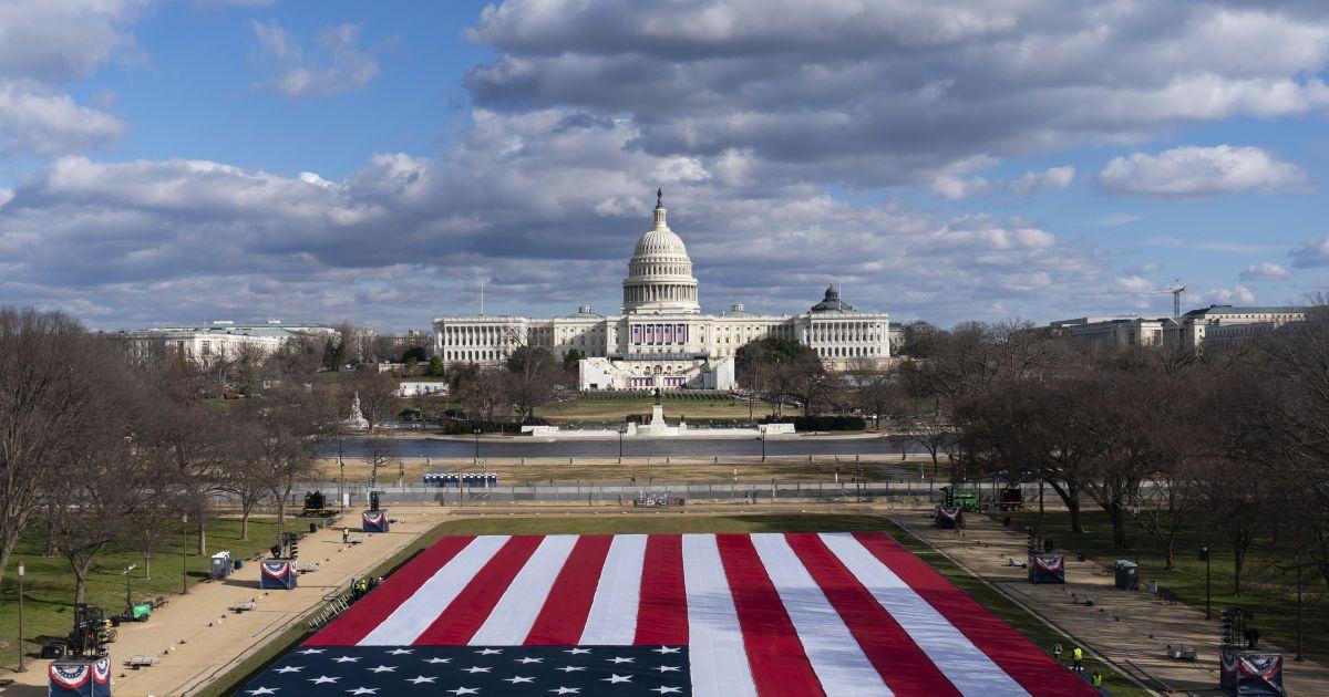На финишной прямой: как в США готовятся к инаугурации Байдена и чем в это время занимается Трамп