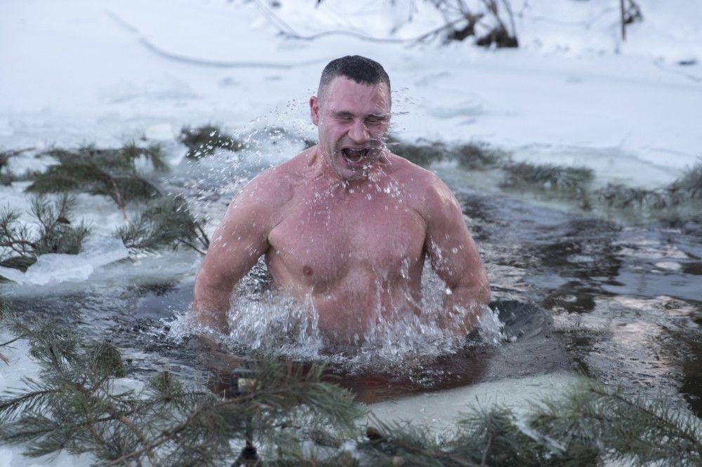 Віталій Кличко пірнув у ополонку_2
