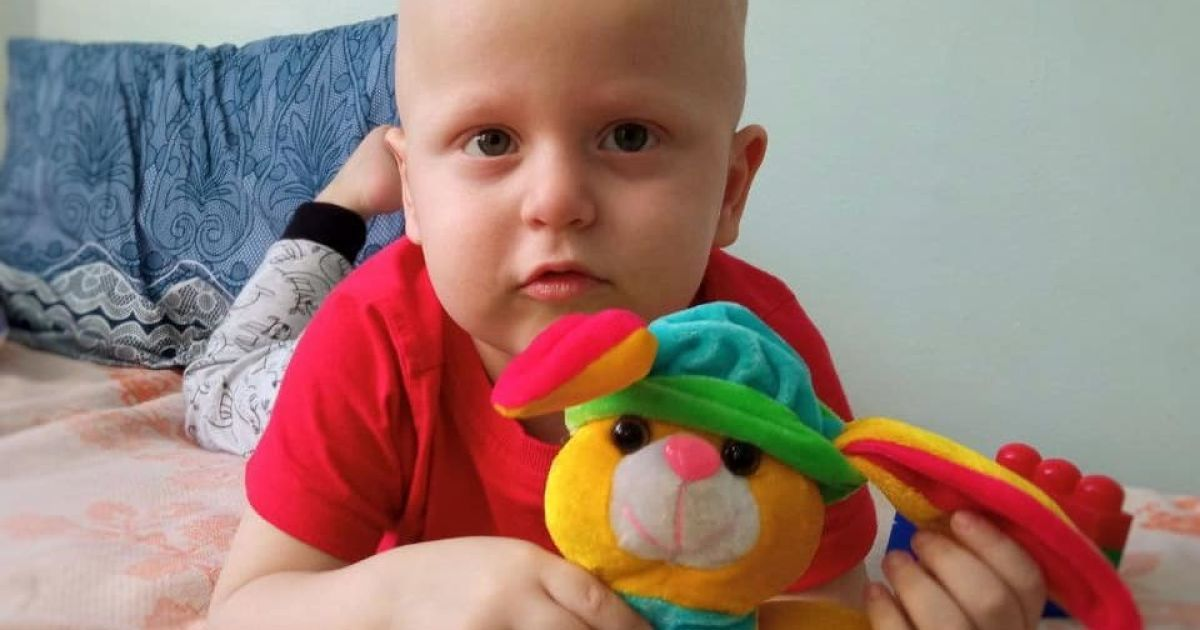 Рак крові уразив 2-річного Дениска: родина просить допомоги