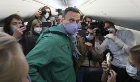 """""""Не станет на колени, а будет бороться в одиночку"""": журналист Bloomberg оценил шансы Навального в """"поединке"""" с Путиным"""