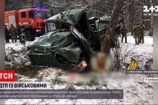 На Яворивском полигоне перевернулся КРАЗ, перевозивший 29 контрактников - есть пострадавшие
