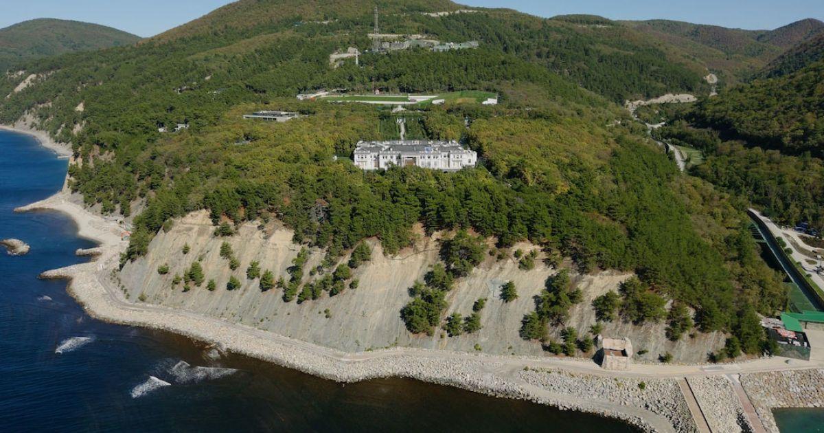 У Путина отказались назвать имена владельцев дворца под Геленджиком