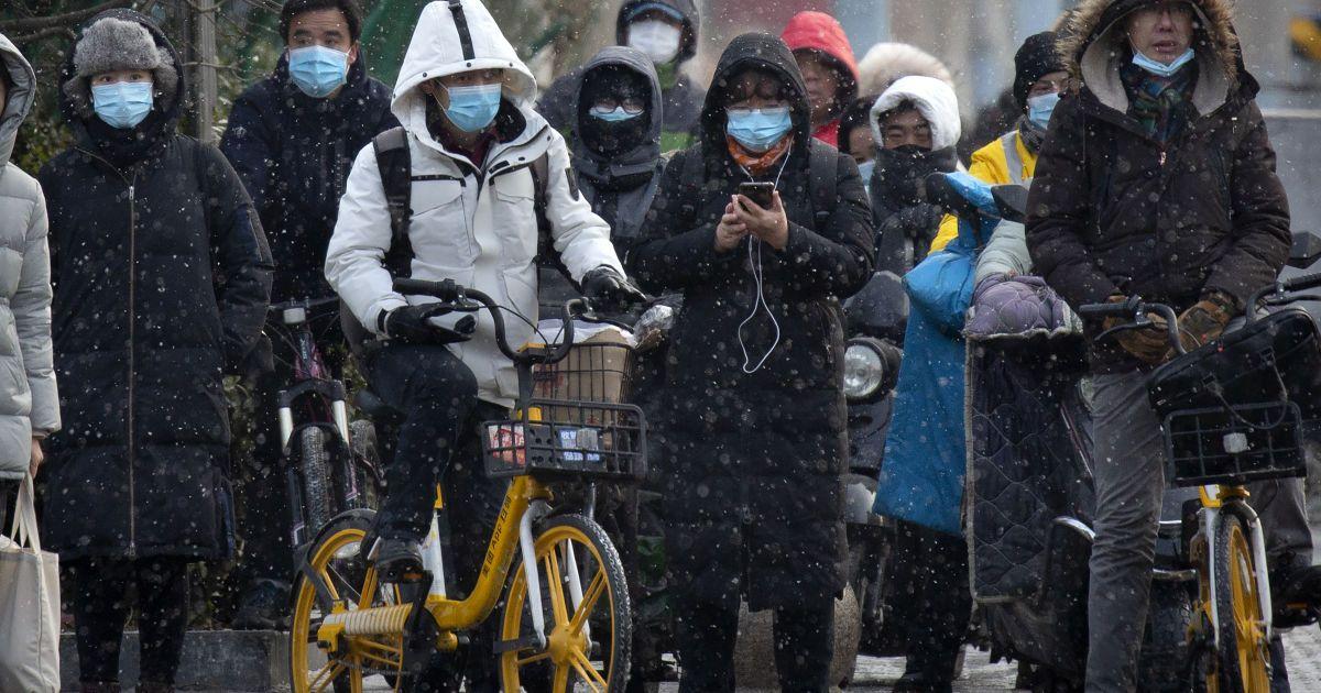 """""""Найближчі місяці можуть бути вкрай важкими"""": лікар назвав помилки та успіхи в боротьбі з пандемією коронавірусу в Україні"""