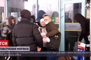 До України повернулися 5 моряків, яким удалося вижити під час кораблетрощі