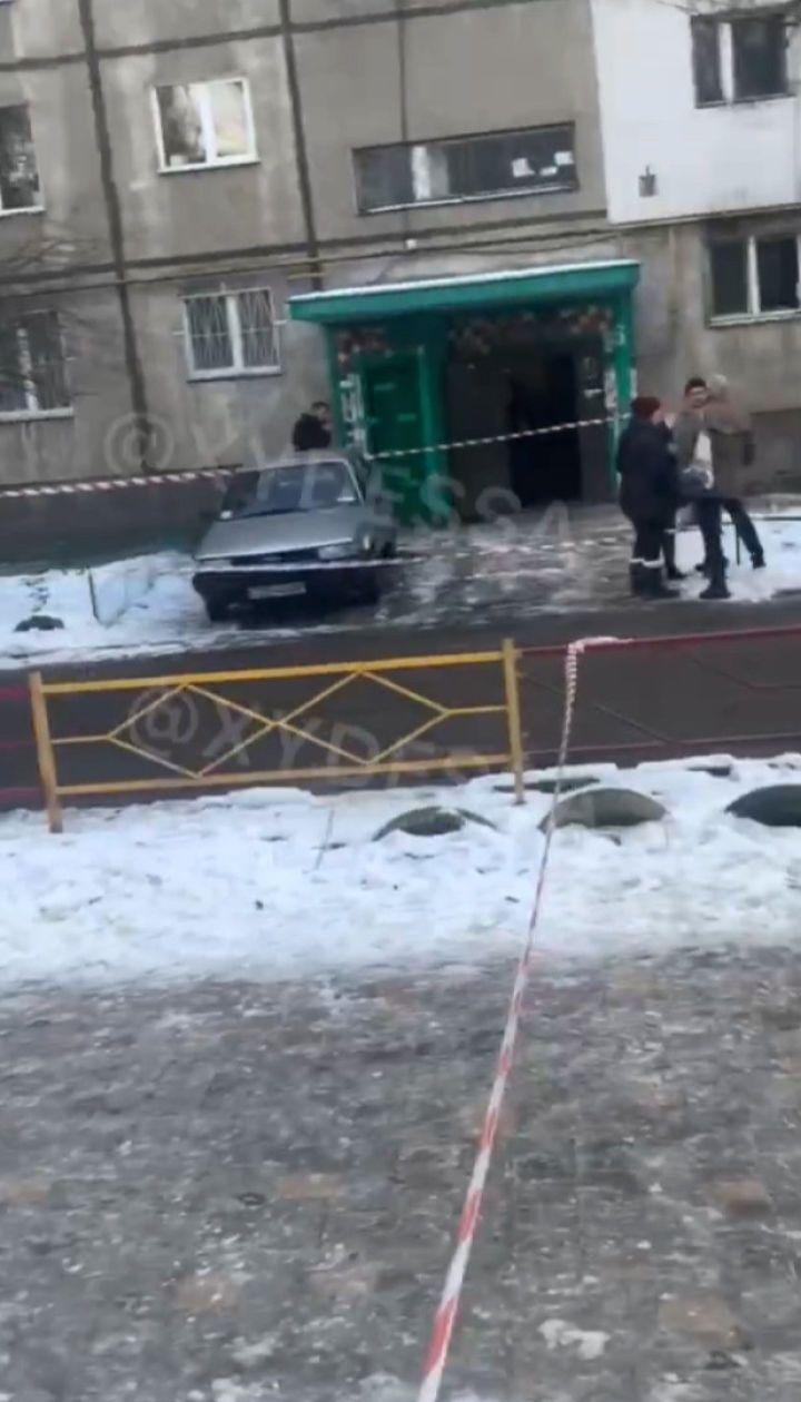 Вийшов з будинку з головою в руках: в Одесі затримали підозрюваного у вбивстві