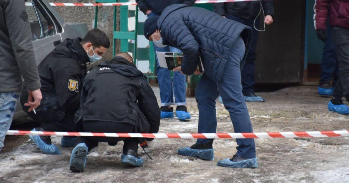 Вышел из дома с человеческой головой: в Одессе мужчина жестоко убил отца и неизвестного человека (фото, видео)