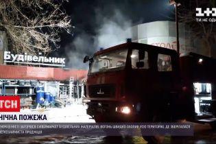 Нічна пожежа в Запоріжжі – вщент вигоріла крамниця з будматеріалами