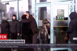 Возвращение моряков: 5 украинцев прилетели из Турции, где накануне произошло кораблекрушение