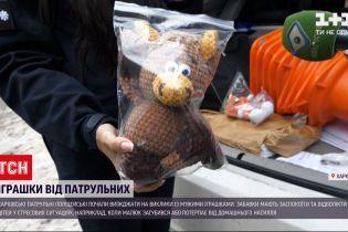 Харківські копи почали виїжджати на виклики із м`якими іграшками