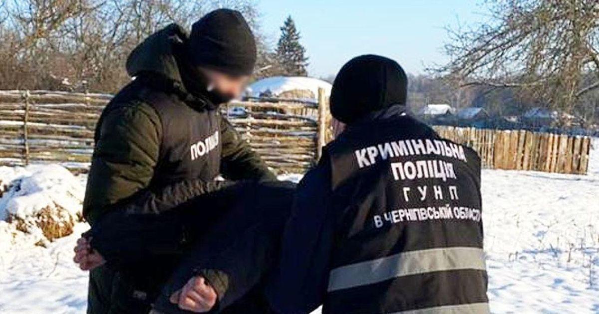 Знімав порно з дружиною, шукав відео з дітьми і викладав у соцмережі: в Чернігівській області затримали чоловіка