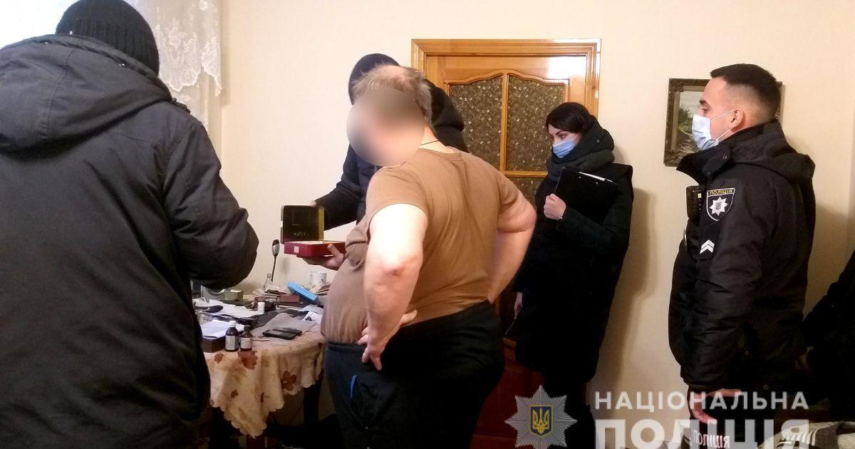 Поширювали дитяче порно в Мережі: у Миколаївській області затримали трьох чоловіків (відео)