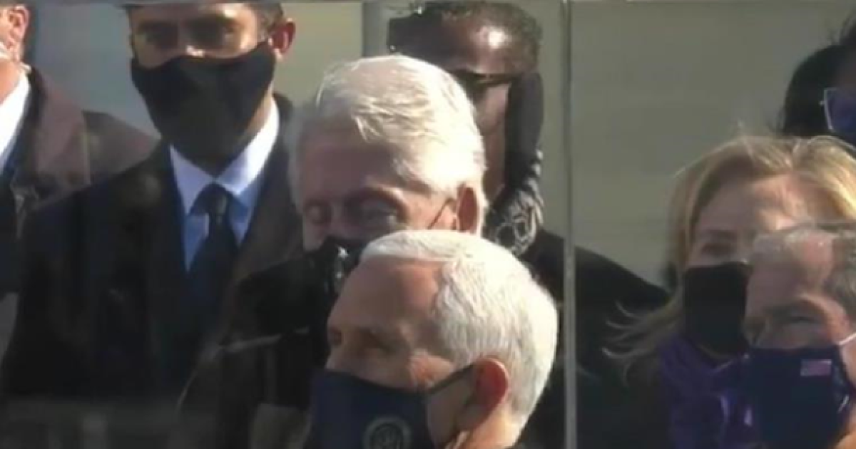 """""""Безумовно, спав"""": Клінтона зазнімкували із заплющеними очима під час промови Байдена"""