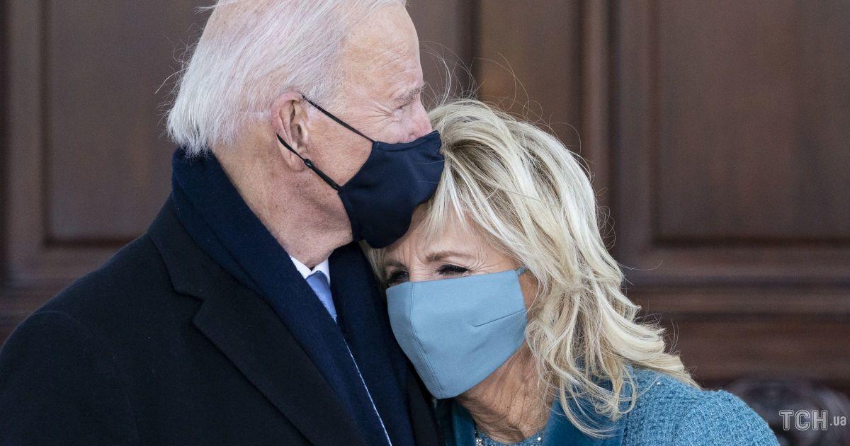 Як мило: президент Байден поцілував дружину Джилл на прощання