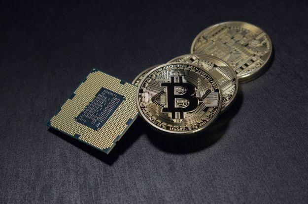Криптовалюта оновиласвій історичний максимум: вартість Bitcoin виросла до 62,5 тисячі доларів