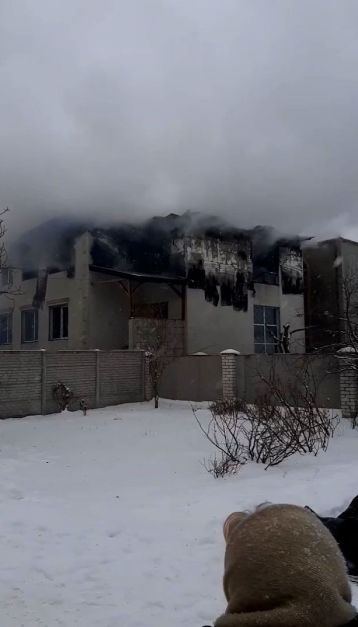 З'явилося відео масштабної пожежі у будинку для літніх людей в Харкові
