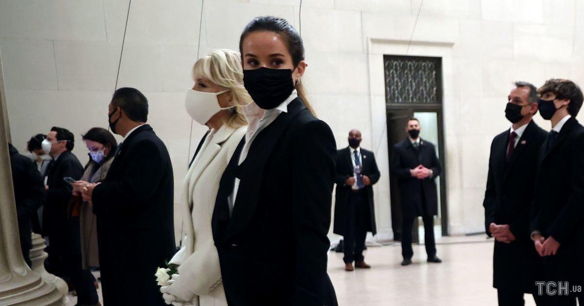 Виокремилася: донька Джо Байдена одягла в день інавгурації смокінг