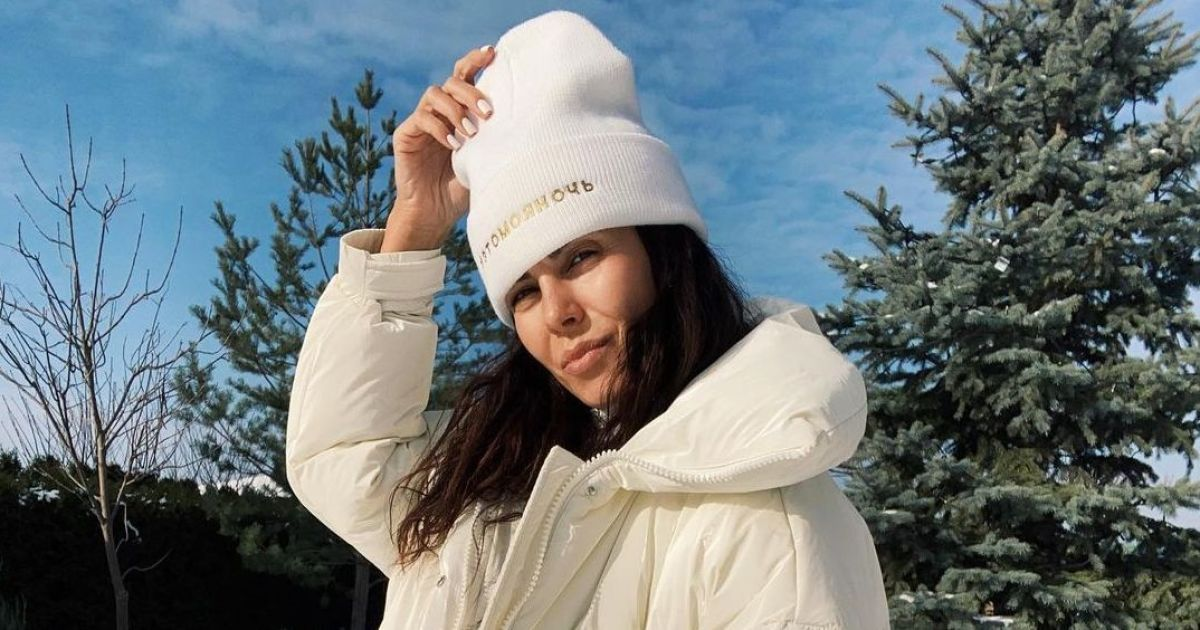 У білому пуховику і джинсах: Настя Каменських показала лук із зимової прогулянки