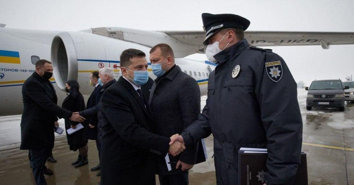 Зеленський прибув до Харкова і вже оглядає місце пожежі, де під час займання загинули 15 людей