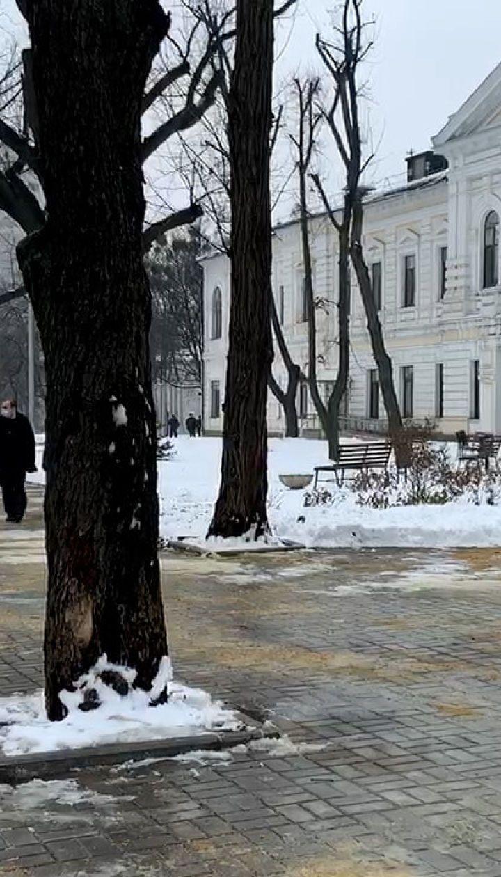 Зеленський приїхав до центру, куди поселили врятованих у пожежі в Харкові