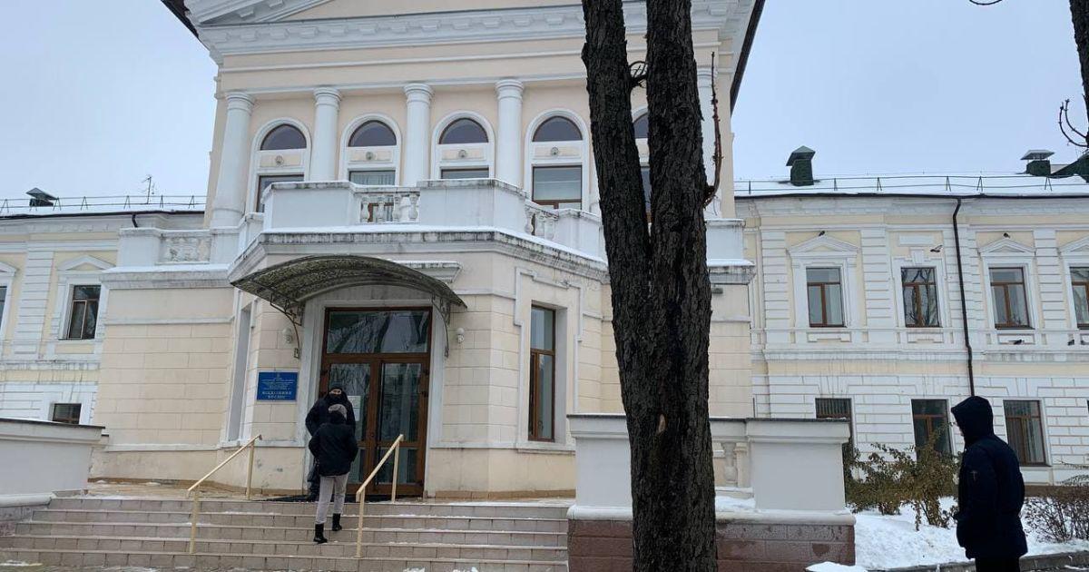 Зеленський приїхав до центру, куди відселили врятованих у пожежі в Харкові