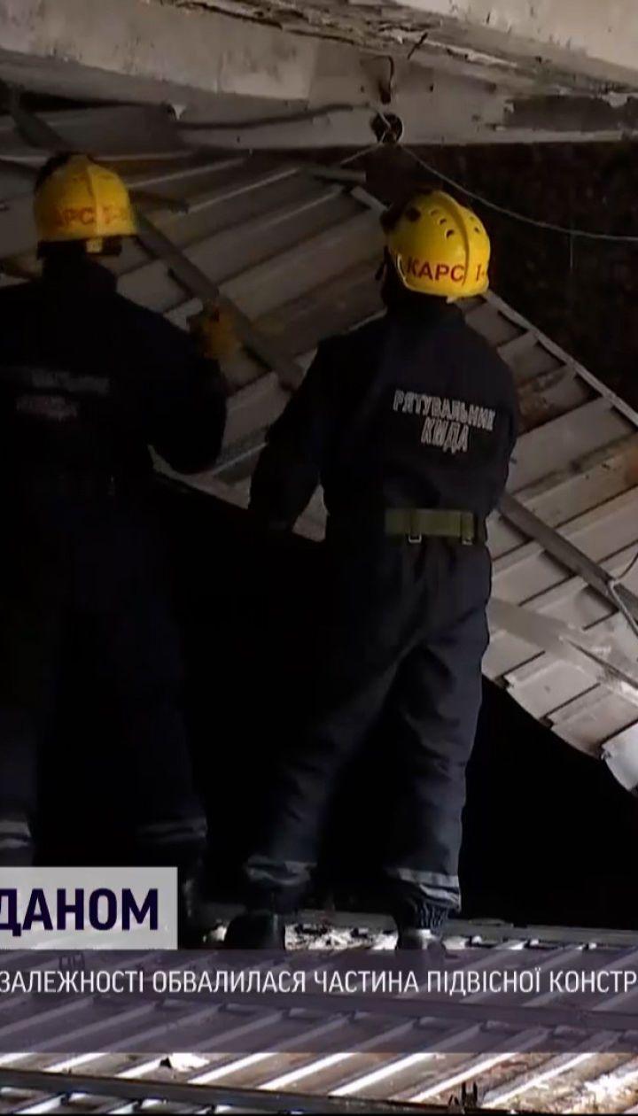 В Киеве, на Майдане Независимости, обвалилась часть потолка в переходе метро