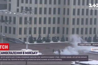 У Мінську невідомий підпалив себе навпроти урядової будівлі
