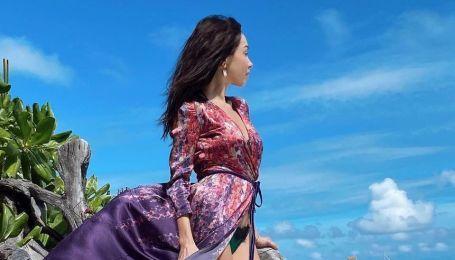 Изящная Екатерина Кухар в розовом купальнике продемонстрировала стройную фигуру