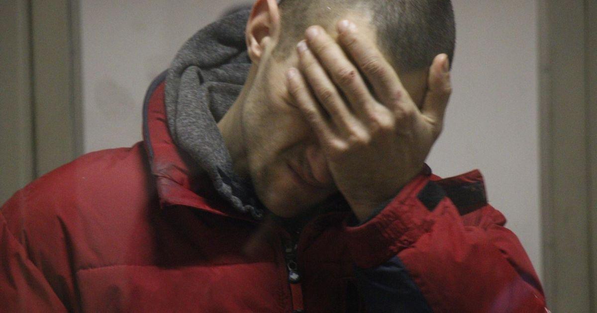 Отрезал голову отцу и зарезал знакомого: в Одессе подозреваемый в двойном убийстве попросил отправить его под стражу