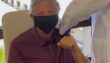 Засновник MicrosoftБілл Ґейтсзробив щеплення від коронавірусу (фото)
