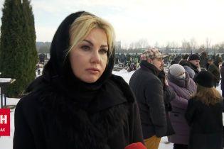 Заплаканная Камалия на похоронах Сергея Ермакова поделилась подробностями его жизни